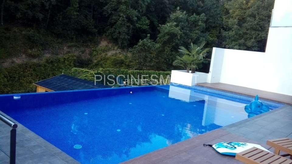 Piscinas desbordantes piscinas munt venta de material para piscinas y fabricaci n - Material para piscinas ...