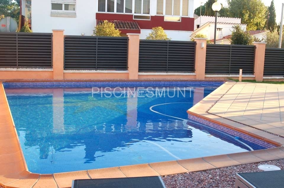 Piscinas de dise o piscinas munt venta de material para for Material para piscinas